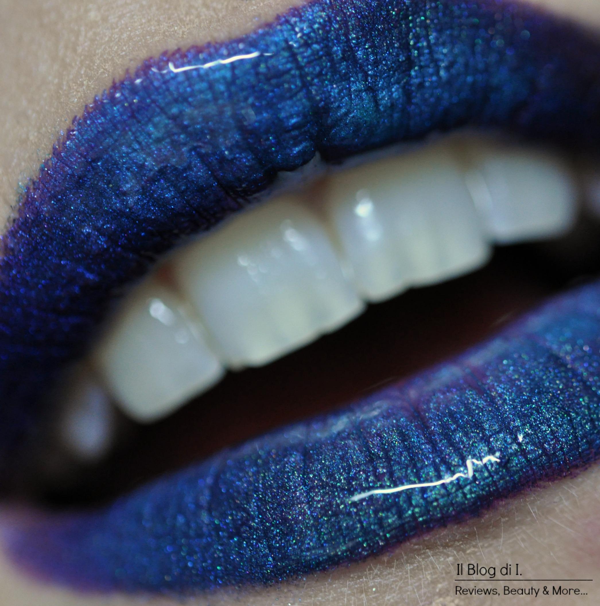 blue glossy lips